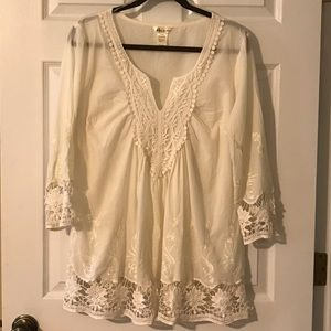 NWOT Lucky & Coco embroider & lace 3/4 blouse